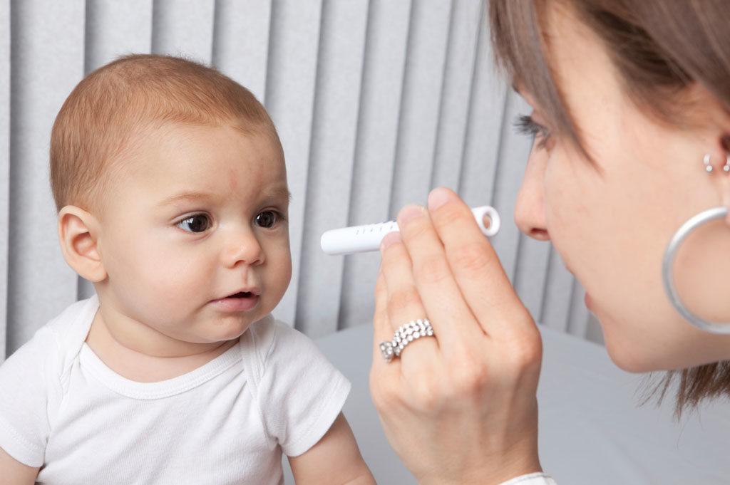 Осмотр офтальмологом детей