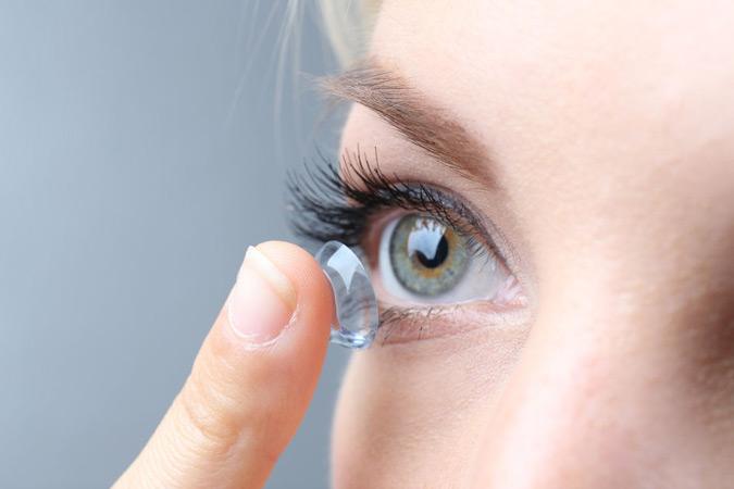 От контактных линз на время придется отказаться