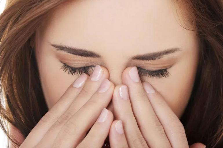 Причины ощущения пленки на глазу могут быть разными