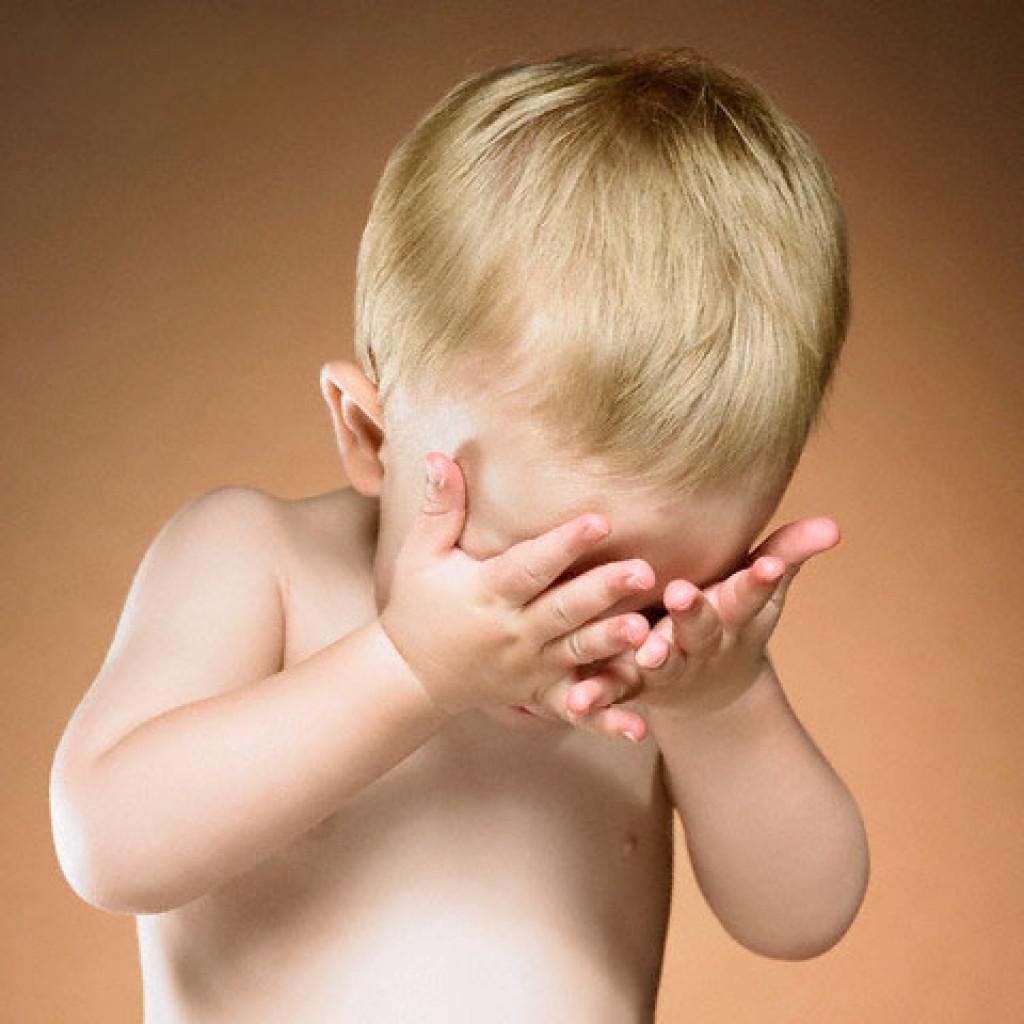 Ребенок не может открыть глаза