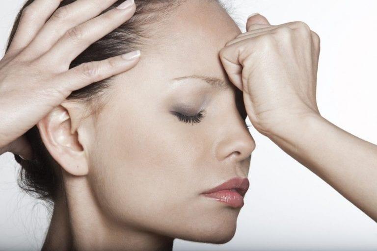 Рябь часто сопровождается головной болью