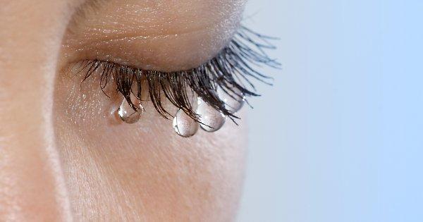 Слезы являются своего рода анальгетиком