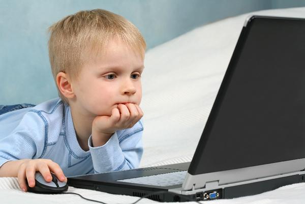 Современные дети много времени проводят за компьютером