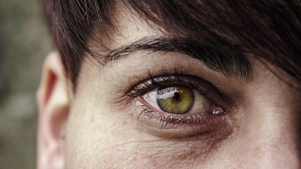 Чешутся веки глаз - причины, лечение