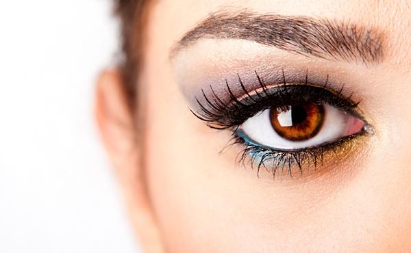 Что делать, если слезы застали с нанесенным на лицо макияжем