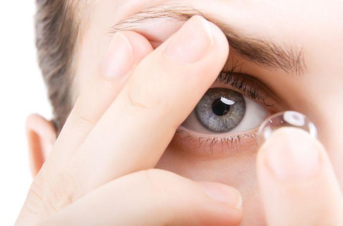 Контактные линзы являются оптимальным вариантом для коррекции зрения. Они идеально подходят тем людям, которые не любят носить очки, имеют большой «минус»