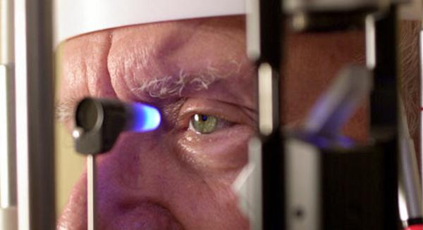 Катаракта чаще всего диагностируется у людей в возрасте
