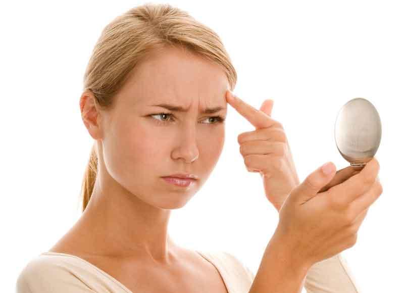 Аллергия на косметику может быть одной из причин