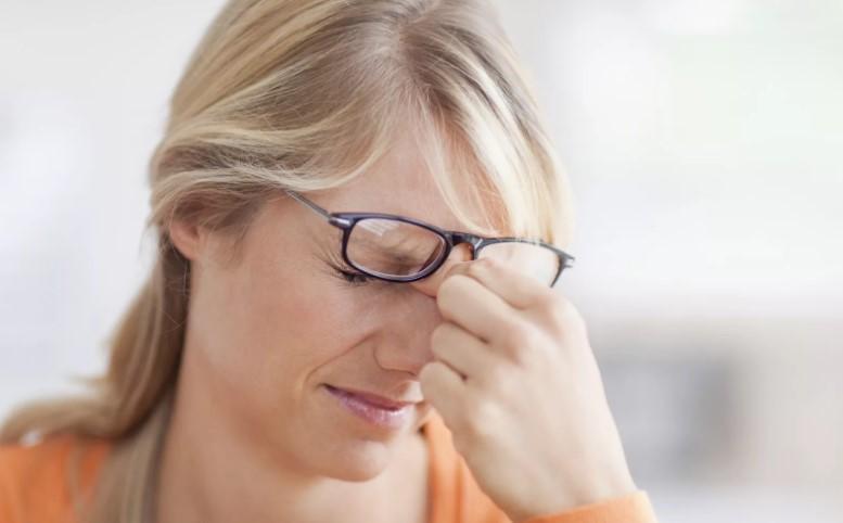 Иногда люди не обращают внимания на ухудшение зрения