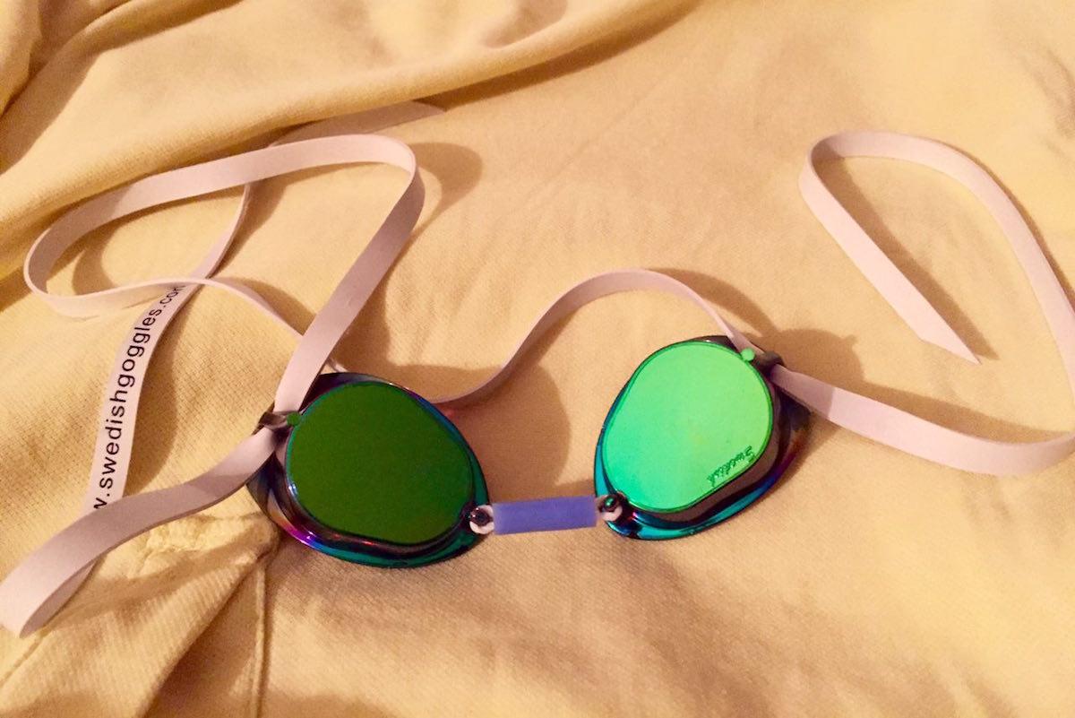 Как ухаживать за очками для плавания