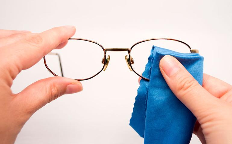 Линзы очков могут покрываться специальным антиотражающим материалом