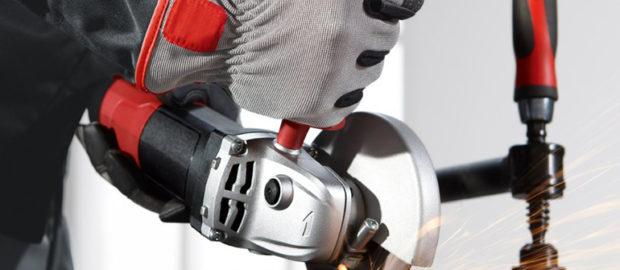 Обычно окалина попадает в глаз во время работы со сварочным аппаратом или болгаркой без очков
