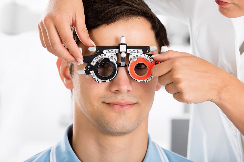 Подбором очков должен заниматься офтальмолог