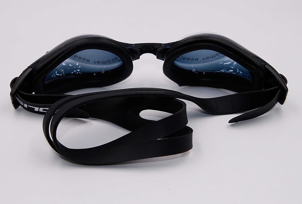 Помимо всего прочего, очки для плавания помогают бороться со страхами