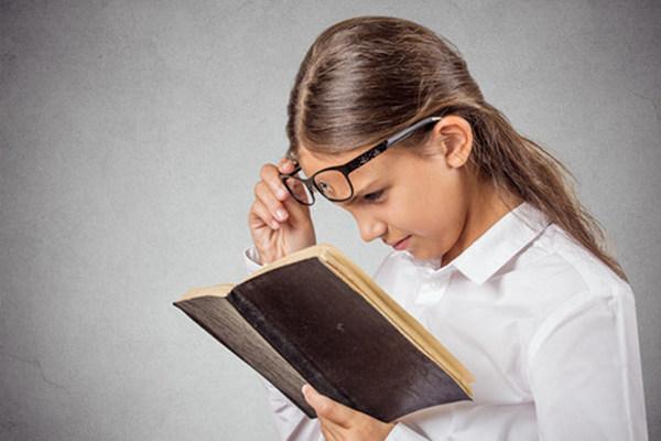 Носить очки для близорукости можно как постоянно, так и периодически – все зависит от степени миопии