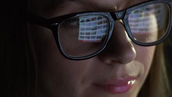 Носить антибликовые очки постоянно не рекомендуется