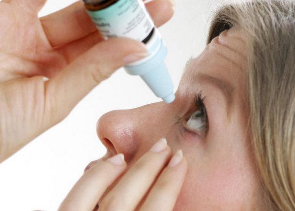 Использовать витамины для глаз в форме капель более эффективно