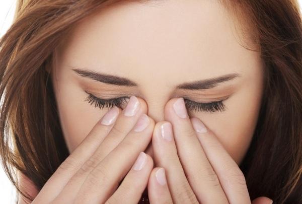 После физраствора линзы становятся жестче, и глазам бывает некомфортно