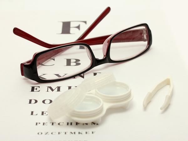 Кому-то больше подходят очки, кому-то – линзы