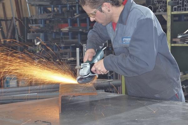 Важно соблюдать технику безопасности при выполнении ремонтных работ, чтобы такого происшествия не случилось