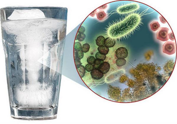 Хранить линзы в воде категорически не рекомендуется